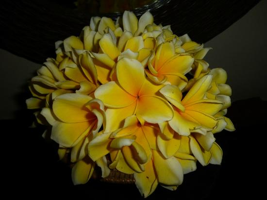 Kori Ubud Resort: Fresh frangipani arrangement