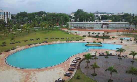 Movenpick Ambador Hotel Accra The Pool