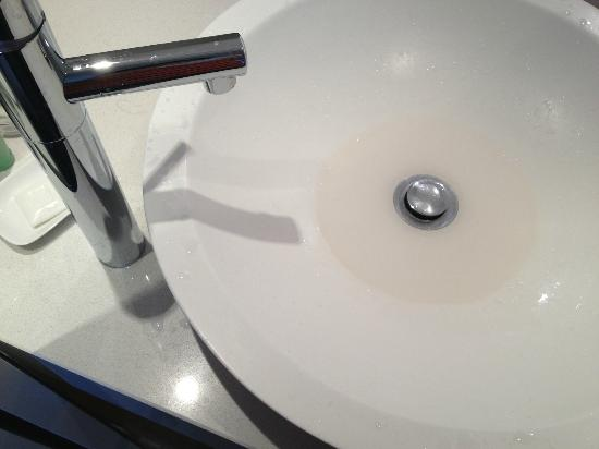 Quality Suites Deep Blue: The drain of the sink is higher than the bottom of the sink - resulting a permanent pool of wate