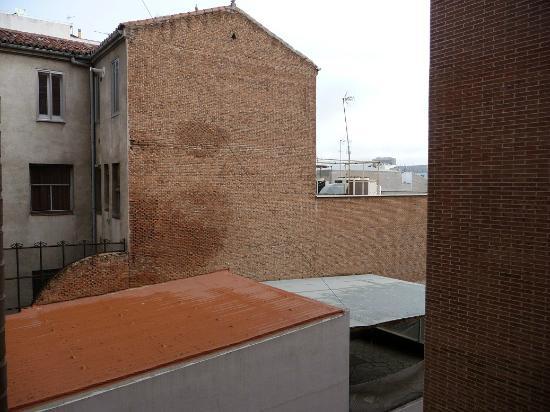 4C Bravo Murillo: Vista sul retro dell'hotel
