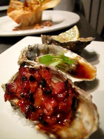 The Annex: Seafood evening - trio of oysters 
