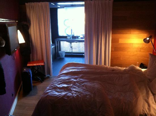 Casa Camper Berlin: J'aime le parquet et le mur en bois