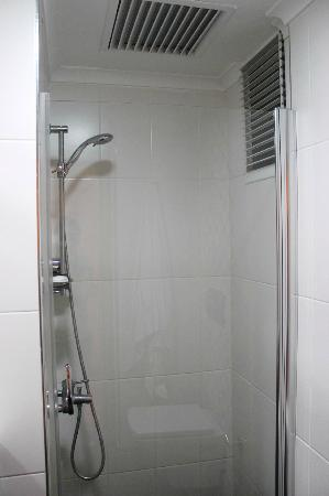 En Estambul Residences: shower