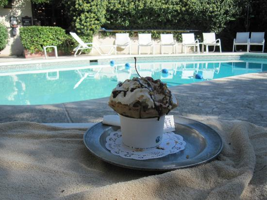 "Inn of the Governors: Pool with a ""small"" ice cream from El Churro"