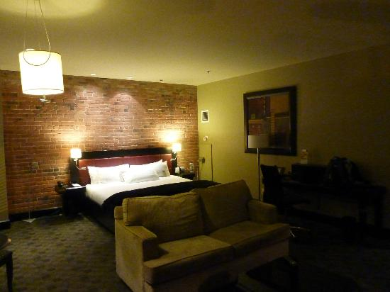 Le Place d'Armes Hotel & Suites: king room