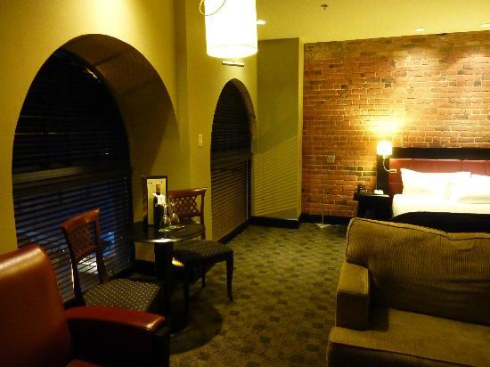 Le Place d'Armes Hotel & Suites: king room