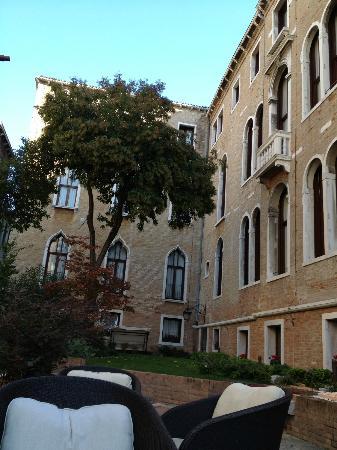 Hotel Pesaro Palace: Garden of The Hotel