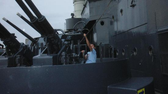 Battleship NORTH CAROLINA: guns