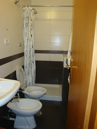 Hotel Euro Quiris: Το μπάνιο