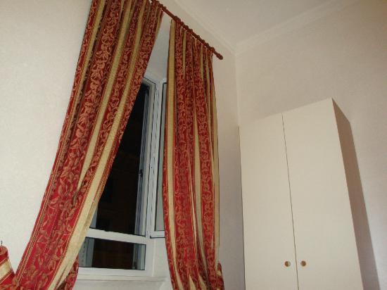 Hotel Euro Quiris: Το δωμάτιο (το παράθυρο)