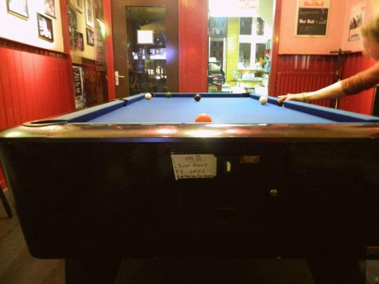 Hostel Meeting Point : Pool table in the bar downstairs