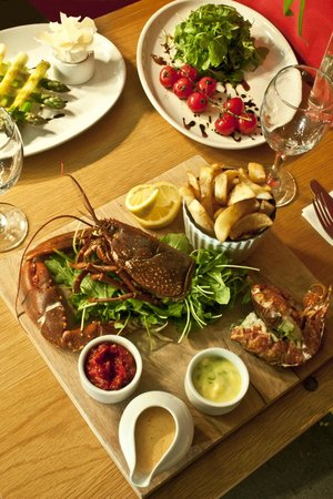 The Riverside: Fresh Lobsters... yes please