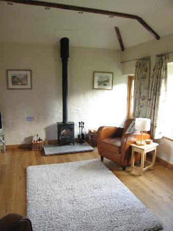 Roundhouse Barn: Spacious sitting room