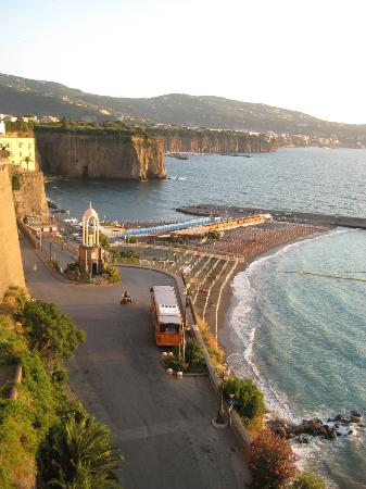 Panorama Palace Hotel: La spiaggia di Meta di Sorrento