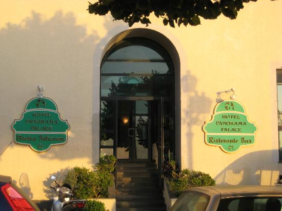 بانوراما بالاس هوتل: Ingresso