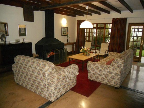 Drakensberg Mountain Retreat: one of the many relax corners downstairs of the hotel