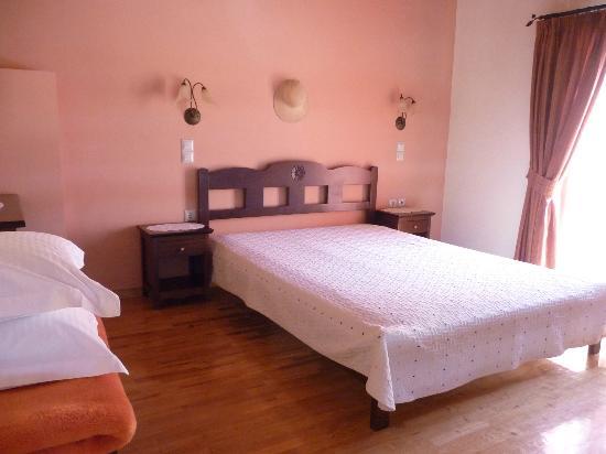 Nana Apartments : Bedroom - upstairs
