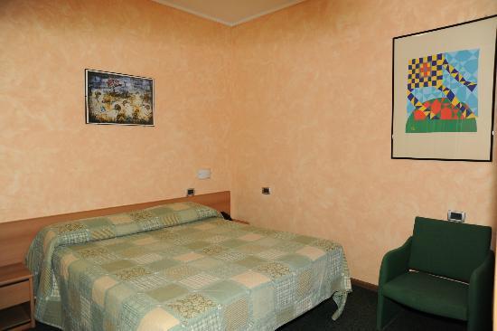 Hotel Valentini Inn: camera matrimoniale