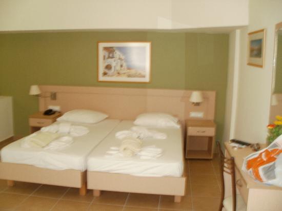 Athina Beach Hotel: zona letto
