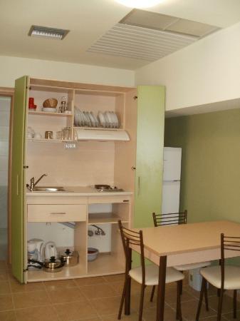 Athina Beach Hotel: armadio cucina