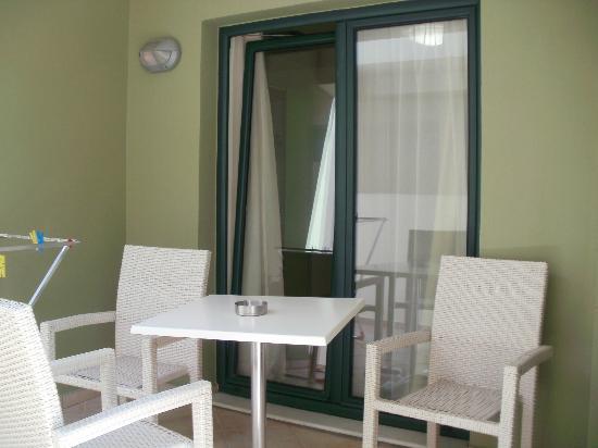Athina Beach Hotel: disimpegno esterno