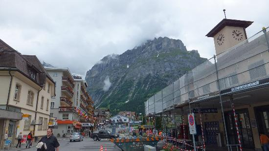 Hotel Bernerhof: 駅からすぐホテルが見えます