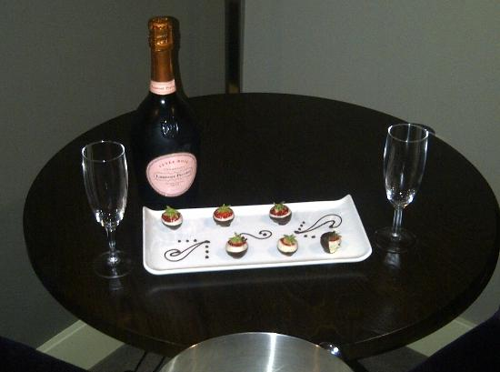 The Mere Golf Resort and Spa: Champagne and Strawberries