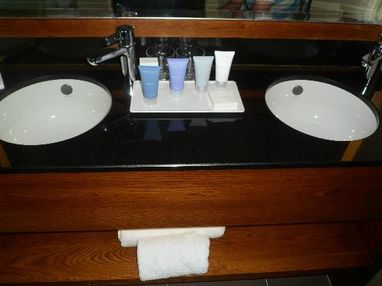 The Mere Golf Resort and Spa: Bathroom