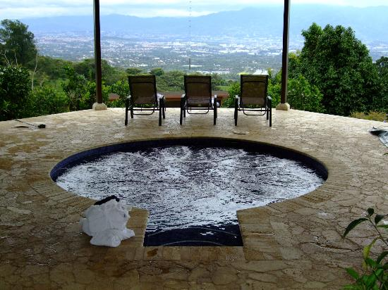 Pura Vida Retreat & Spa: Watzu therapy pool
