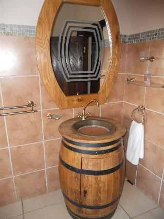 Backpackers Paradise & Joyrides: bathroom, there is only 1 room with an ensuite bathroom