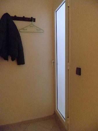 Hotel Amira & Vacances : bathroom entrance