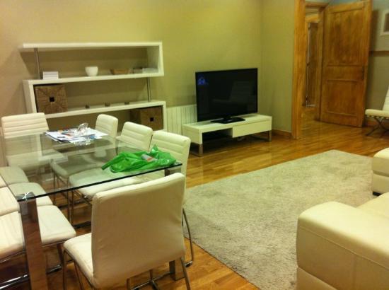 Aspasios Rambla Catalunya Suites: Dining / Leaving Room
