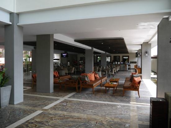Sun Island Hotel Kuta: Breakfast area and lounge