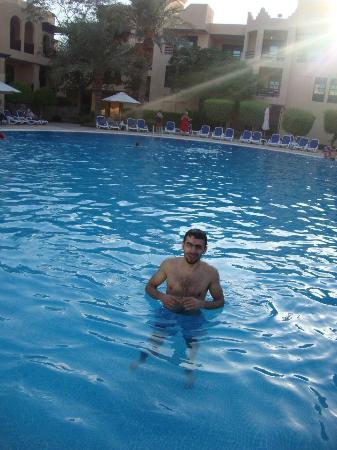Novotel Bahrain Al Dana Resort: Pool