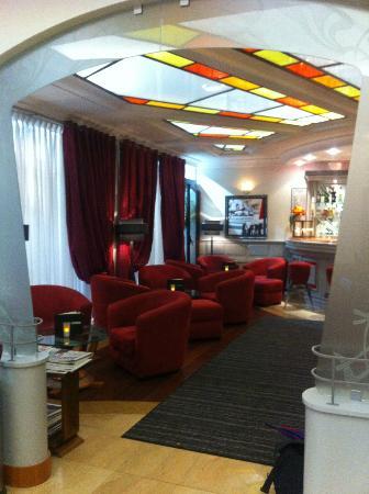Grand Hotel des Terreaux: Coin salon et bar