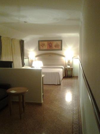 Hotel Bringue: amplia habitacion