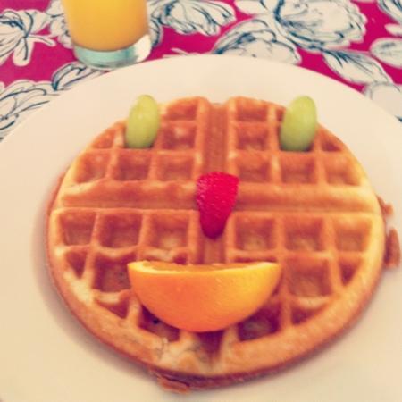 La Pensione Inn: Cindy's lovely waffle