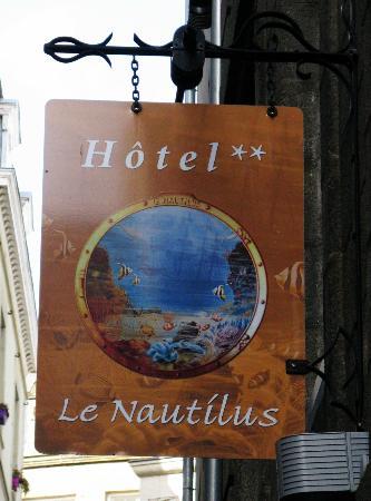 Hotel Le Nautilus: Hotel Street Sign