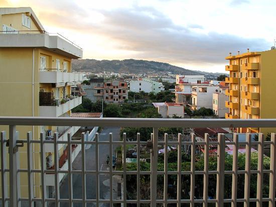 Hotel Residence President: Vue de la chambre sur les hauteurs de Reggio di calabria