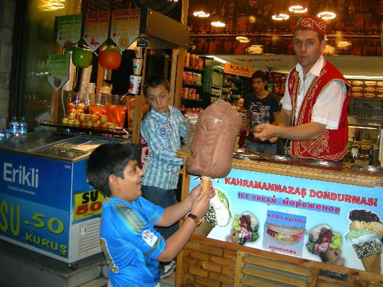 Collage Taksim: Funny icecream vendor at Taksim Street