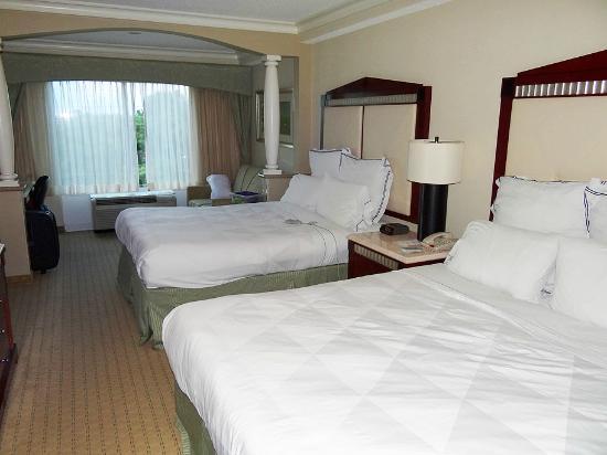 Radisson Hotel Orlando - Lake Buena Vista : Quarto e Camas