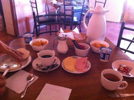 Los Algarrobos De Checar: Breakfast (bad quality)