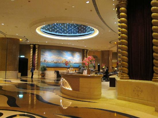 Sofitel Macau At Ponte 16: Reception Front Desk