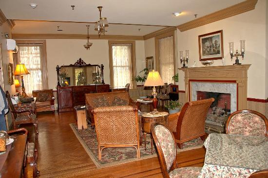 The Lafayette Inn: Living Room/Parlor