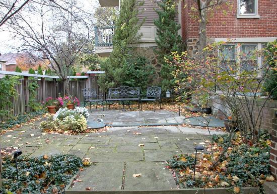 The Lafayette Inn: Garden
