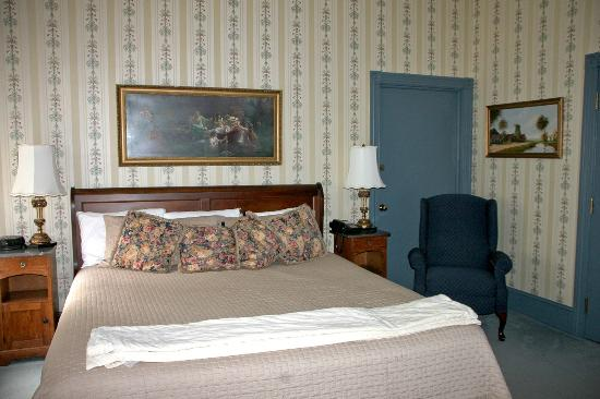 The Lafayette Inn: Room 25