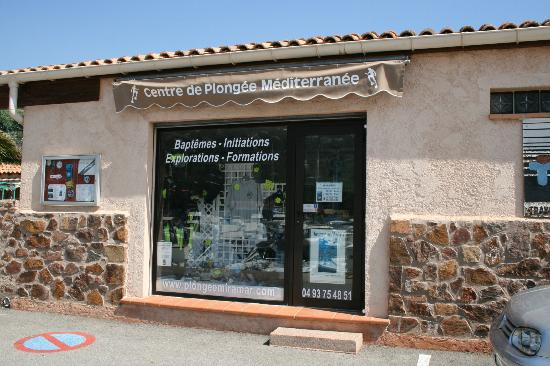 Centre de Plongée Méditerranée : La vitrine de l'accueil et de la boutique
