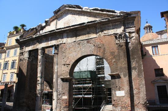 Via Portico d'Ottavia: site