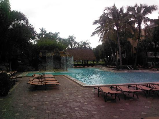 Bonaventure Resort & Spa: Pools - unfortunately it was raining during my stay