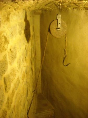 Medieval Criminal and Torture Museum: Gancio dove appendevano i condannati per i polsi